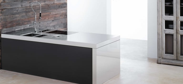 arbeitsplatten aus quarz edelstahl und glas marquardt. Black Bedroom Furniture Sets. Home Design Ideas