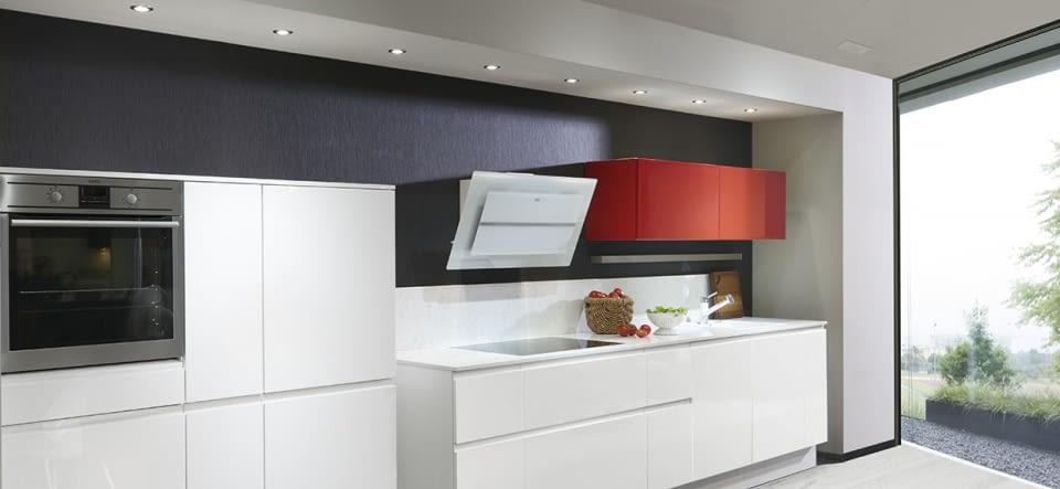 Design Küchenzeile Glanzweiß mit Lyskamm – Marquardt Küchen