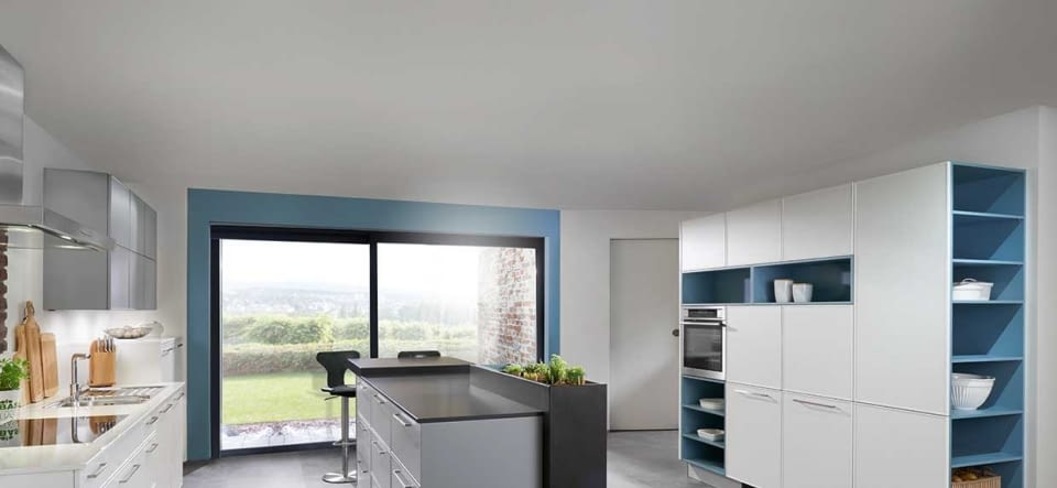 Klassische Küche in Inselform mit Quarzstein - Marquardt Küchen