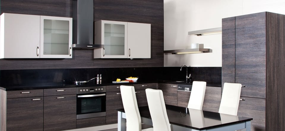 klassische l k che wei mit naturstein mystic black marquardt k chen. Black Bedroom Furniture Sets. Home Design Ideas