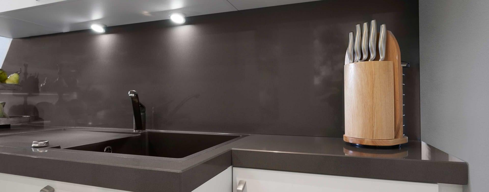 nischenpaneel aus granit marquardt k chen. Black Bedroom Furniture Sets. Home Design Ideas