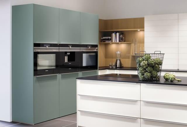 inselk che glas ganzwei und fjordblau mit black jack. Black Bedroom Furniture Sets. Home Design Ideas