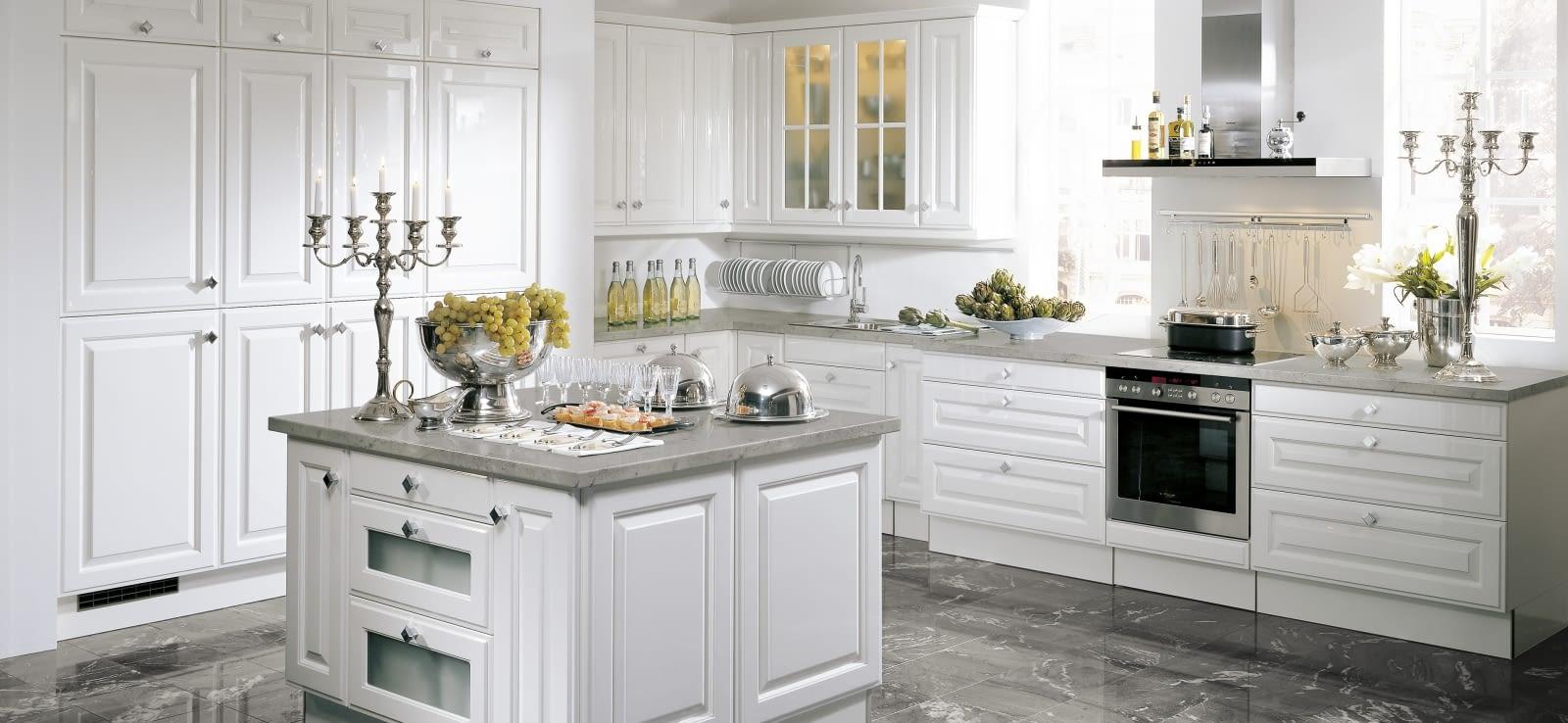 Inselkuche elegance weiss hochglanz mit taj mahal for Landhausküche weiss