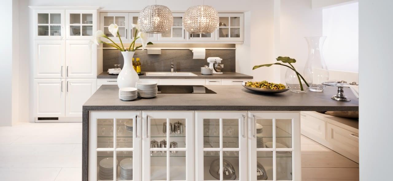 2 zeilen landhausk che elegance wei mit work marquardt. Black Bedroom Furniture Sets. Home Design Ideas