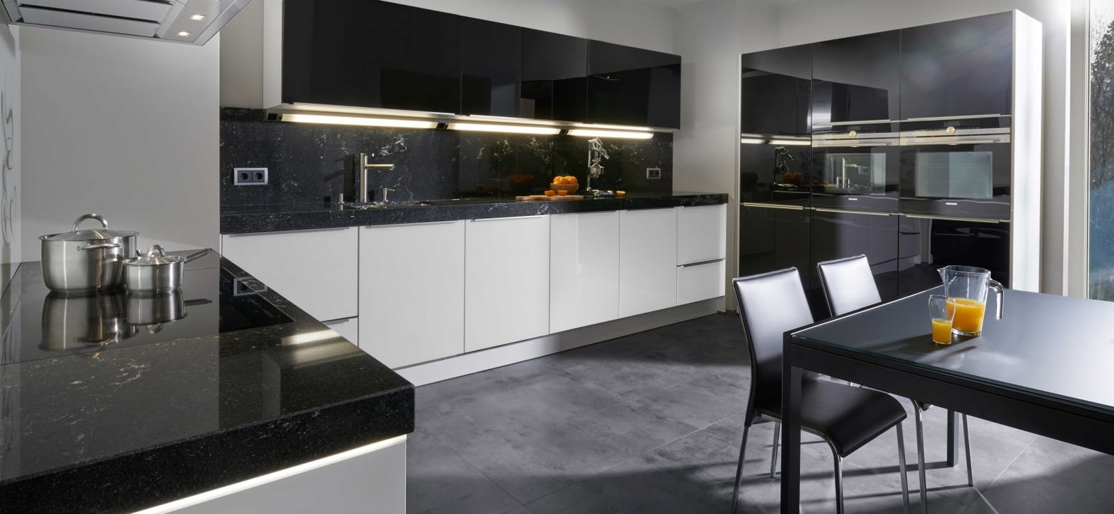 moderne u k che glas tec plus mit via lattea marquardt k chen. Black Bedroom Furniture Sets. Home Design Ideas