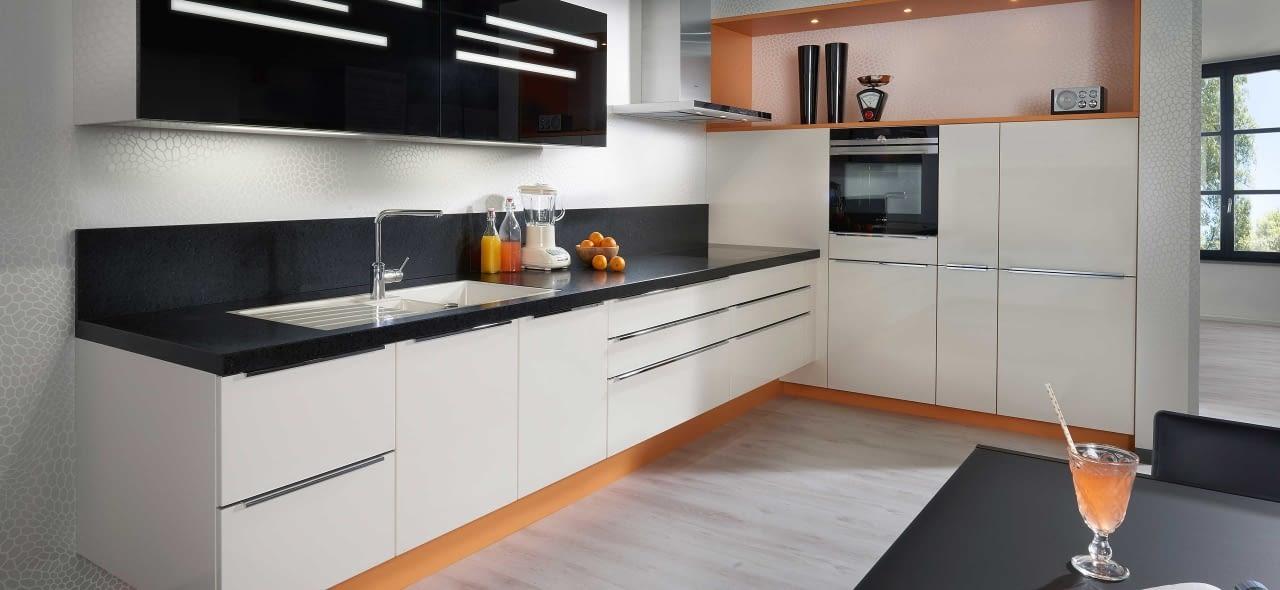 Küche in l form  Moderne L-Küche Chicago Magnolia mit Oro Preto – Marquardt Küchen