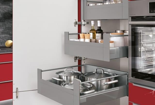 Design Küche 2 Zeilen Flash Rot mit Oro Preto gebürstet ... | {Vorratsschrank mit auszügen 4}