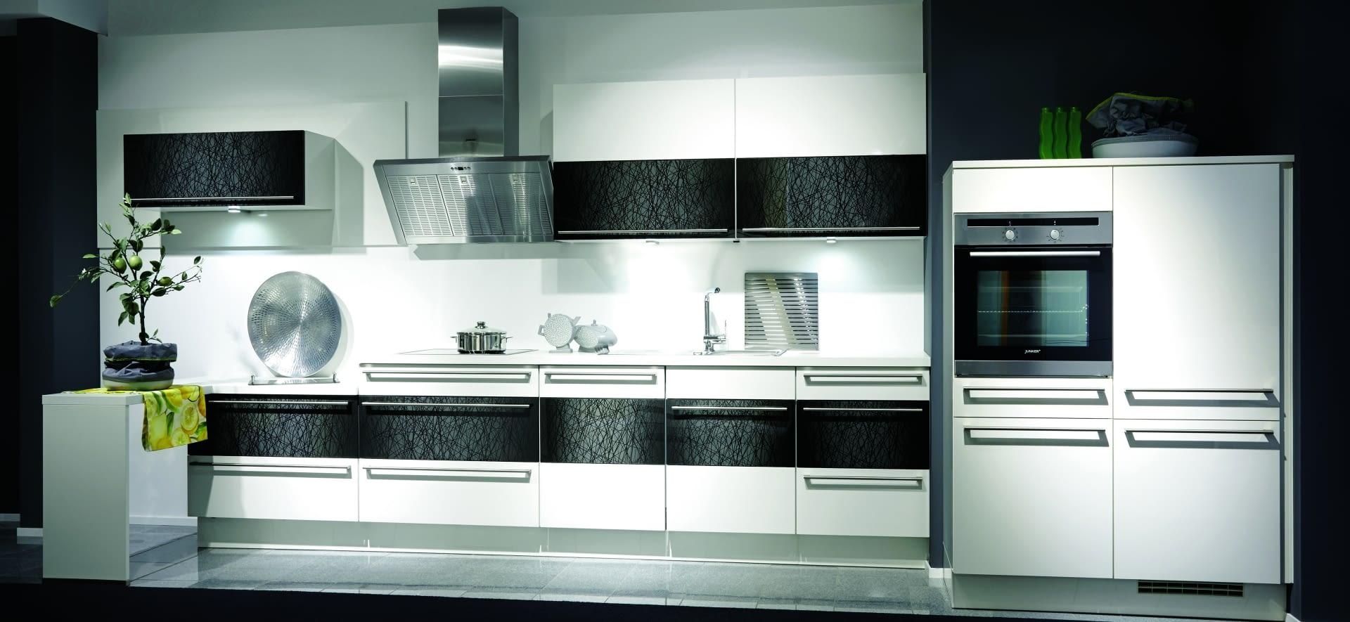k chenzeile highlight wei und glas micado mit zenith. Black Bedroom Furniture Sets. Home Design Ideas