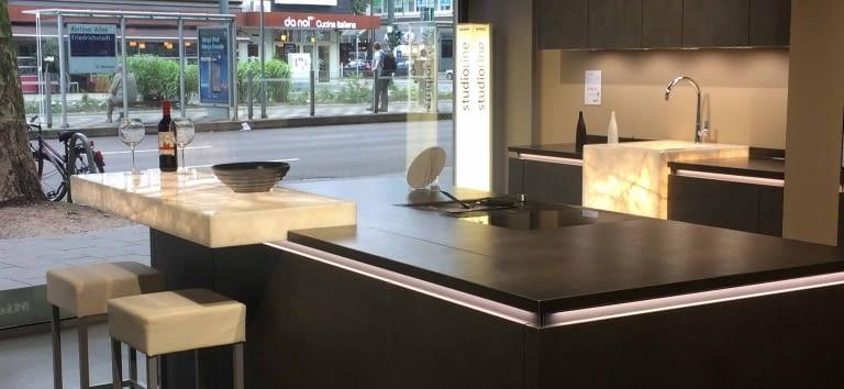 kchenstudio dsseldorf das benrather kchenstudio prsentiert sich nach dem umzug von der. Black Bedroom Furniture Sets. Home Design Ideas